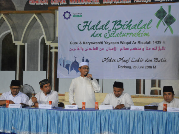 Ketua Yayasan Waqaf Ar Risalah Lantik Kepala Sekolah Baru Saat Acara Halal Bihalal.