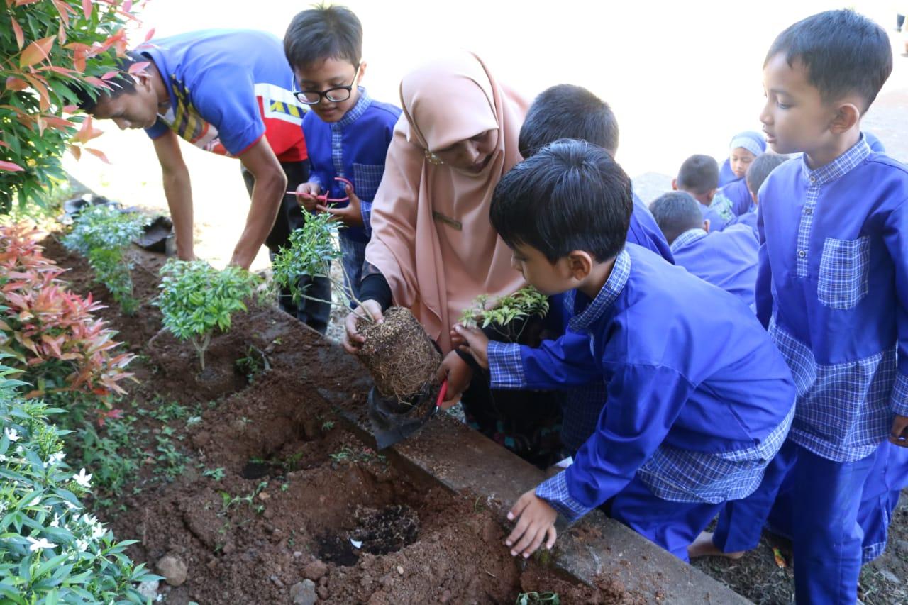 SD Qur'an Ar Risalah Sumbar Tumbuhkan Budaya Peduli Lingkungan