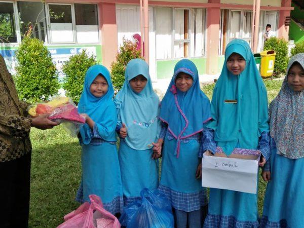 SD Qu Ar Risalah Padang Serahkan Donasi untuk Lombok