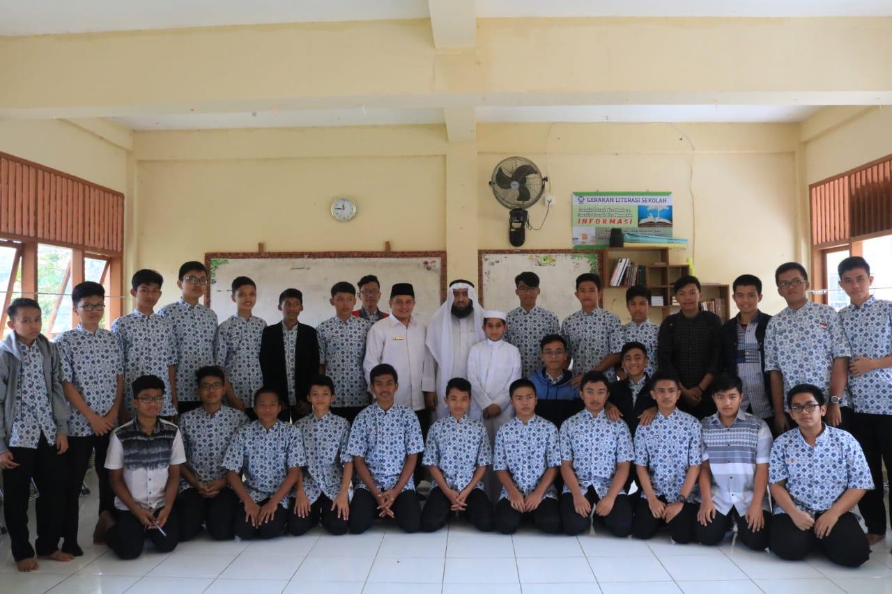 Native Speaker Timur Tengah Motivasi Santri Ar Risalah