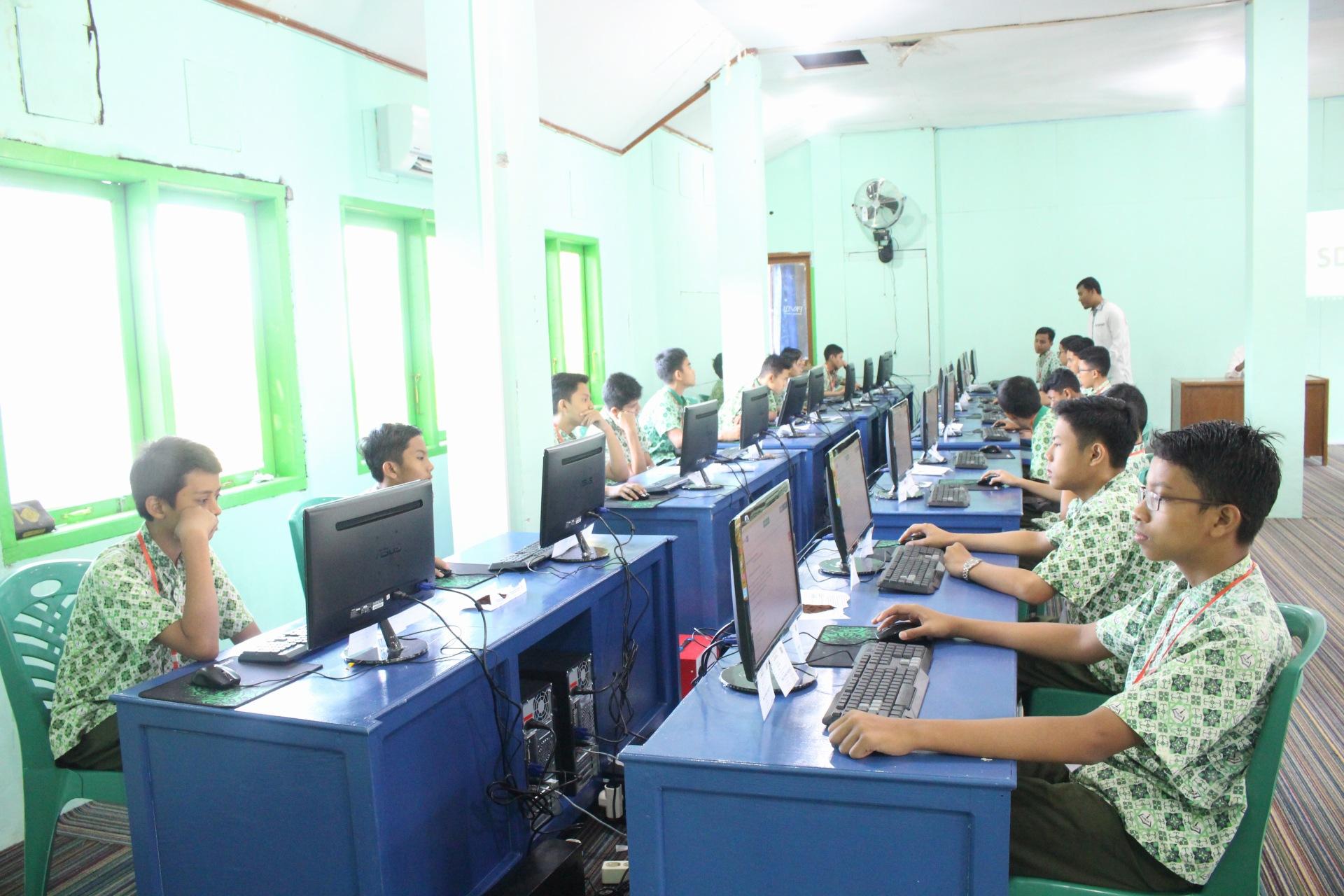 SMP Ar Risalah Gelar Simulasi UNBK