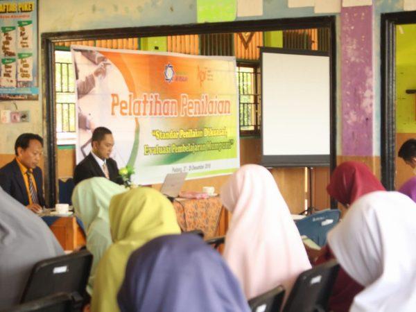 Liburan Semester, Guru SMP Ar Risalah Ikuti Training bersama KPI