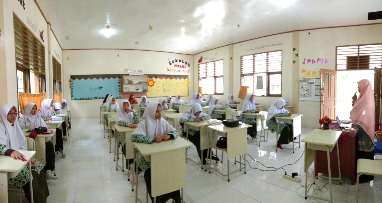 SMP Ar Risalah Sumbar Gelar Writing Contest