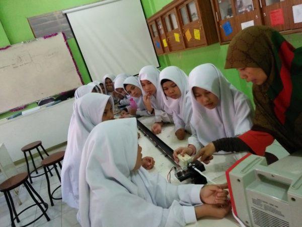 Uji Laboratorium Jadi Trend Pelajaran Sains di Ar Risalah