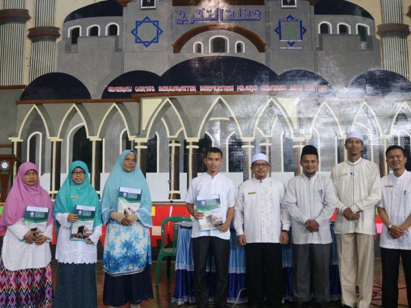 Yayasan Waqaf Ar Risalah Sumbar Umrohkan 4 Karyawannya