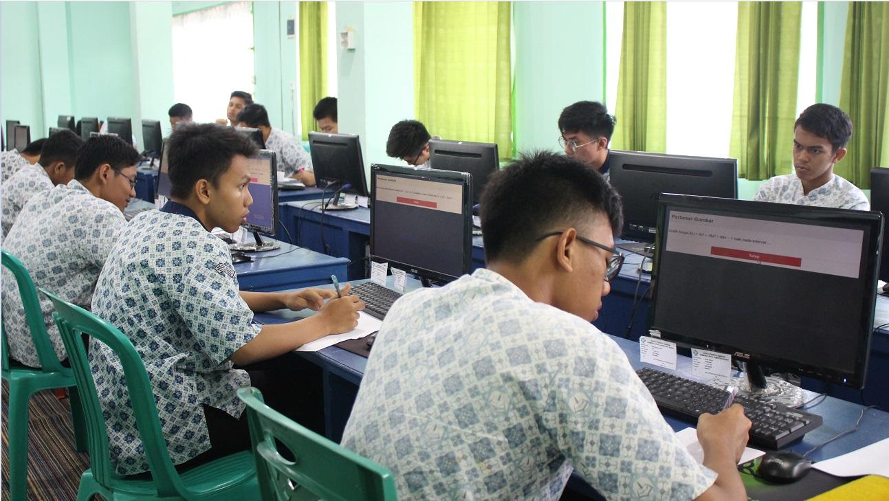 7 orang siswa MA Ar Risalah masuk 10 besar nilai tertinggi UNBK MAN dan MAS se-Sumatera Barat.