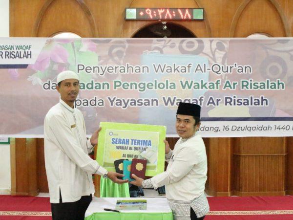 BPW Ar Risalah Sumbar Serahkan 700 Al Qur'an