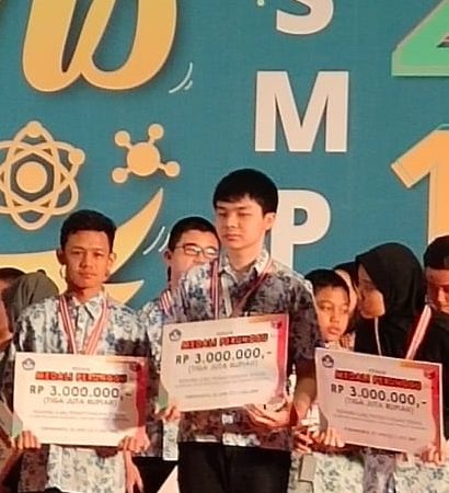 Bintang, Siswa Kelas VII SMP Perguruan Islam Ar Risalah Sumbar Raih Medali Perunggu Olimpiade Sains Nasional 2019