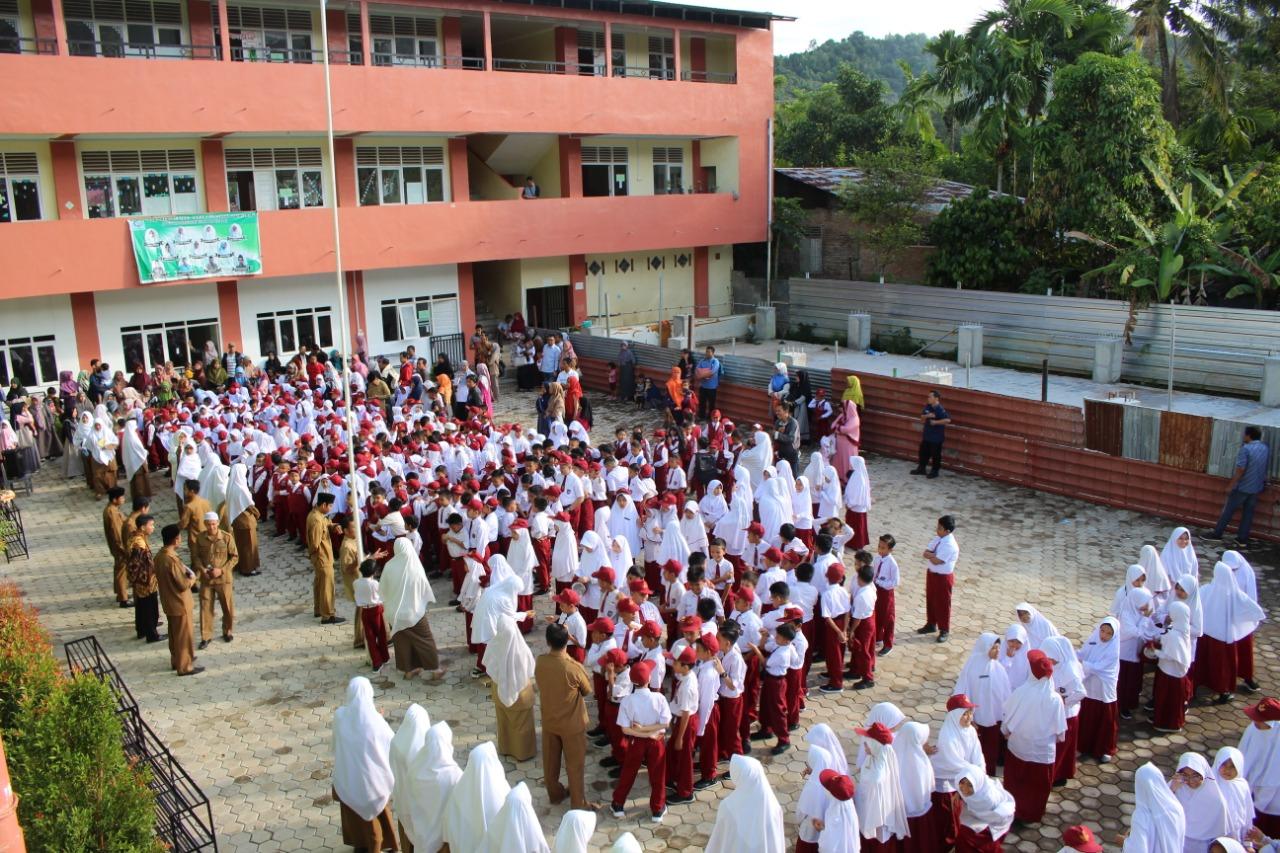 Hari Pertama Masuk Sekolah, Orang Tua Siswa Baru Padati SD Qur'an Ar Risalah Sumbar