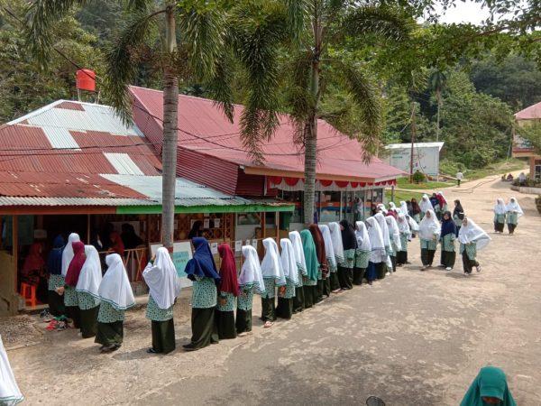 Siswi SMP dan MA Ar Risalah Gelar Pemilu