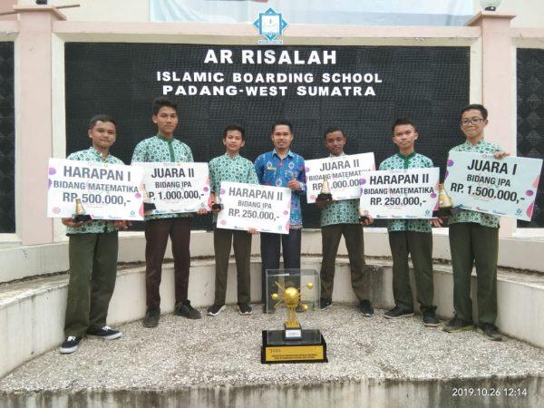 SMP Ar Risalah Berjaya dalam Pekan Sains se-Sumbar