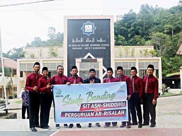 SIT Ash-Shiddiiqi Jambi Studi Banding ke Ar Risalah
