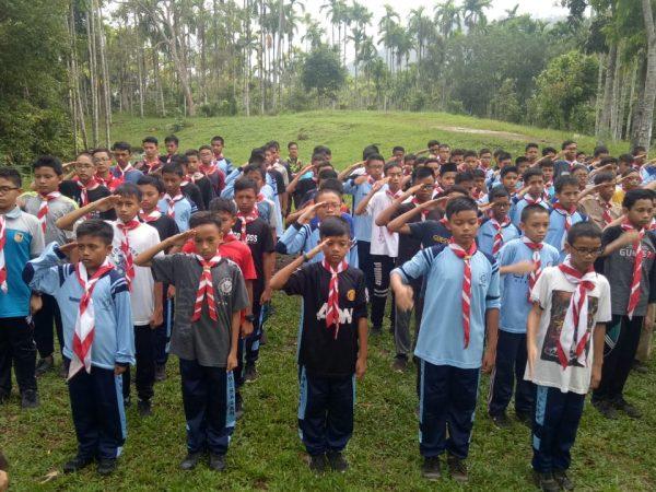 SMP Ar Risalah Tumbuhkan Karakter Siswa dengan Berkemah