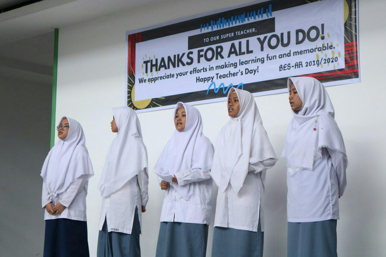 Ungkapan Terimakasih, Siswa Ar Risalah Peringati Hari Guru