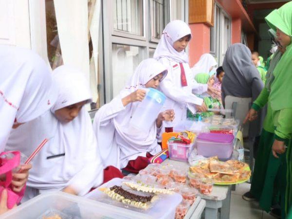 Edukasi Niaga; SD Qur'an Ar Risalah Gelar Bazar Day