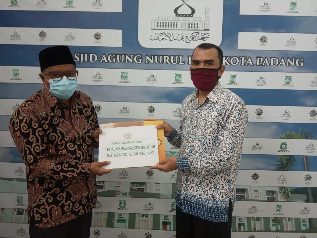 Mahasiswa STEI Ar Risalah Terima Beasiswa Pendidikan dari UPZ Masjid Nurul Iman